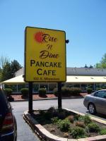Rise n Dine Pancake Cafe in Wheeling