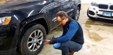 Professional technician at Athenian Body Shop in Chicago Ridge