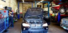 The auto repair shop at Oak Lawn Auto in Oak Lawn